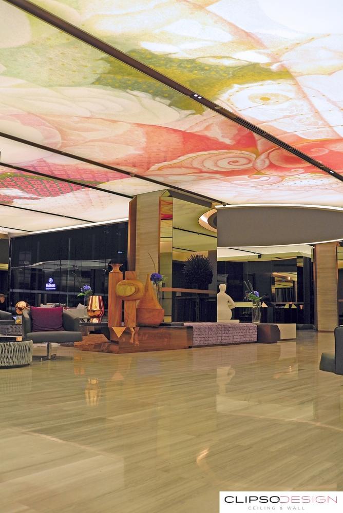 потолки clipso в отеле Hilton